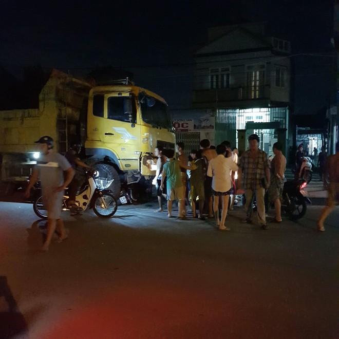 Xe ben tông 2 xe máy ở Sài Gòn, cô gái 19 tuổi chết thảm - Ảnh 2.