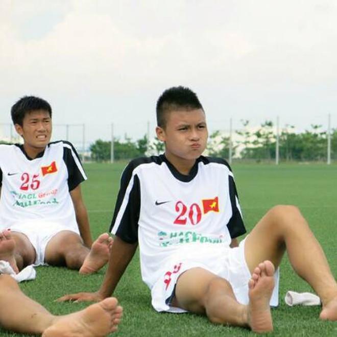 Ngày hè oi ả, cùng điểm danh những kiểu đầu húi cua của dàn tuyển thủ Việt - ảnh 7