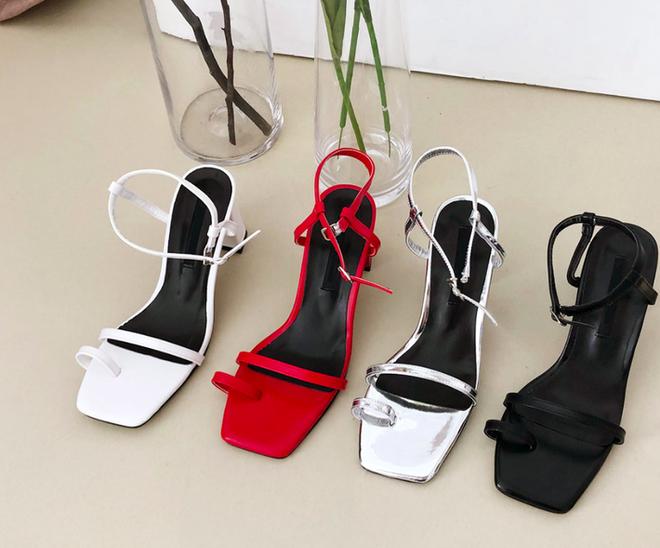Sandals quai mảnh: Item mảnh mai nhẹ nhàng mà hợp gu từ hội bánh bèo đến nàng cá tính sang chảnh - ảnh 1