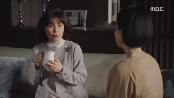 """Đêm Xuân tập 7: """"Về Nhà Đi Con"""" phiên bản khổ đau, ba chị em lận đận chuyện đời khiến bố mẹ lo lắng không thể yên lòng - Ảnh 6."""