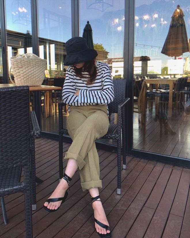 Sandals quai mảnh: Item mảnh mai nhẹ nhàng mà hợp gu từ hội bánh bèo đến nàng cá tính sang chảnh - ảnh 12
