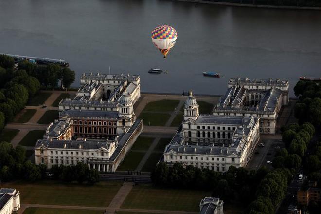Khinh khí cầu đủ màu sắc rợp trời thủ đô London của Anh - ảnh 13