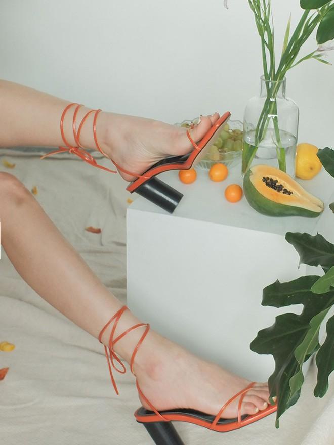 Sandals quai mảnh: Item mảnh mai nhẹ nhàng mà hợp gu từ hội bánh bèo đến nàng cá tính sang chảnh - ảnh 4