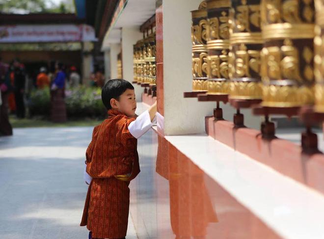 Vương quốc hạnh phúc Bhutan công bố hình ảnh mới nhất của hoàng tử bé khiến nhiều người ngỡ ngàng vì thay đổi quá nhiều - ảnh 5