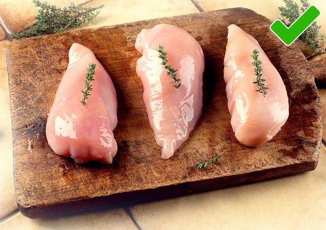 Sự thật về những miếng ức gà có sọc trắng: Ăn cũng không sao, nhưng đằng sau là một sự thật đáng buồn - ảnh 4