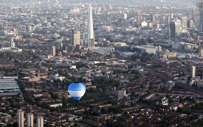 Khinh khí cầu đủ màu sắc rợp trời thủ đô London của Anh - ảnh 7