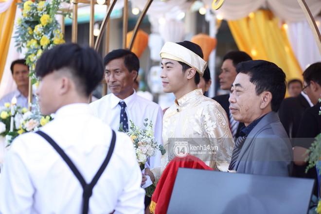 Chùm ảnh rạng rỡ của Cris Phan và Mai Quỳnh Anh trong lễ cưới ở Phú Yên - Ảnh 1.