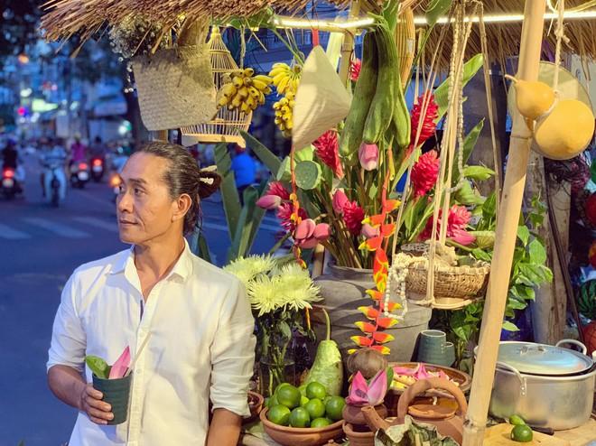 Gánh hàng nước nói không với đồ nhựa của anh chàng vừa lạ vừa quen ở Nha Trang: Thay nắp nhựa bằng... bánh tráng - ảnh 12