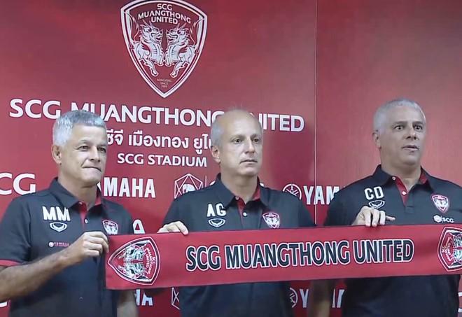 Bại tướng của HLV Park Hang-seo trở thành người thầy thứ 3 của Văn Lâm tại Muangthong United - ảnh 1