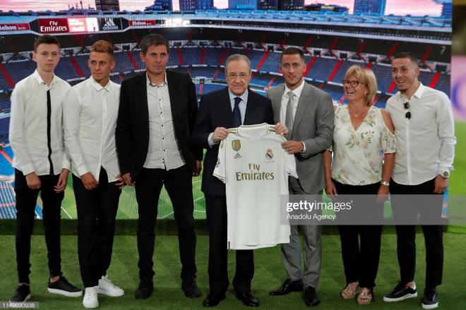 50.000 CĐV nô nức tới thánh địa Bernabeu để theo dõi màn ra mắt của siêu sao Eden Hazard - cầu thủ đắt giá nhất lịch sử Real Madrid - ảnh 9