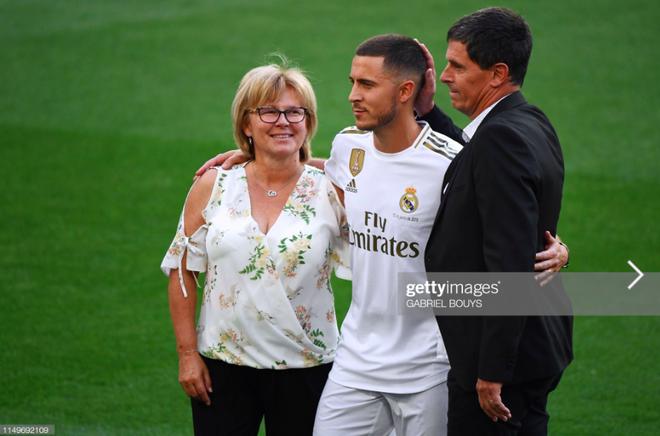 50.000 CĐV nô nức tới thánh địa Bernabeu để theo dõi màn ra mắt của siêu sao Eden Hazard - cầu thủ đắt giá nhất lịch sử Real Madrid - ảnh 8