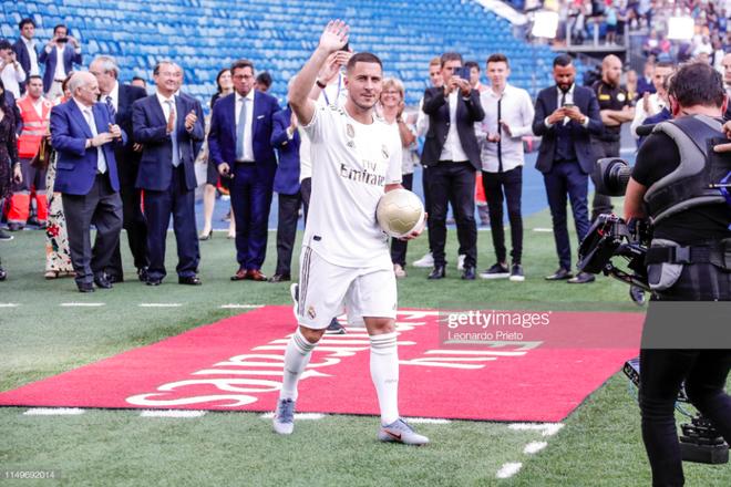 50.000 CĐV nô nức tới thánh địa Bernabeu để theo dõi màn ra mắt của siêu sao Eden Hazard - cầu thủ đắt giá nhất lịch sử Real Madrid - ảnh 1