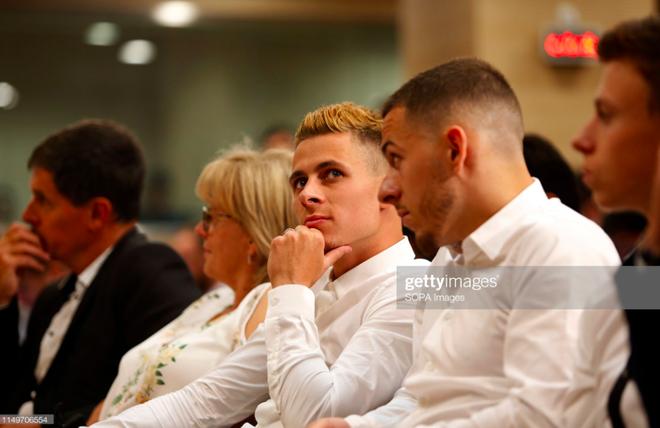 50.000 CĐV nô nức tới thánh địa Bernabeu để theo dõi màn ra mắt của siêu sao Eden Hazard - cầu thủ đắt giá nhất lịch sử Real Madrid - ảnh 10