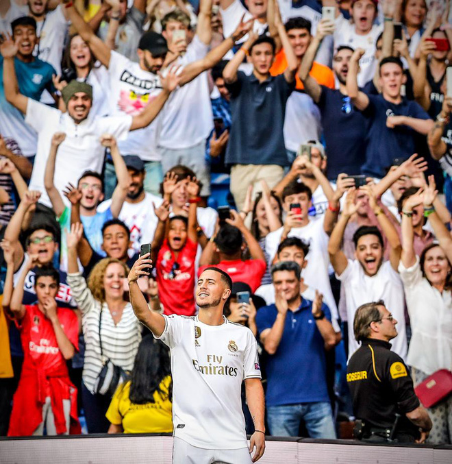 50.000 CĐV nô nức tới thánh địa Bernabeu để theo dõi màn ra mắt của siêu sao Eden Hazard - cầu thủ đắt giá nhất lịch sử Real Madrid - ảnh 3