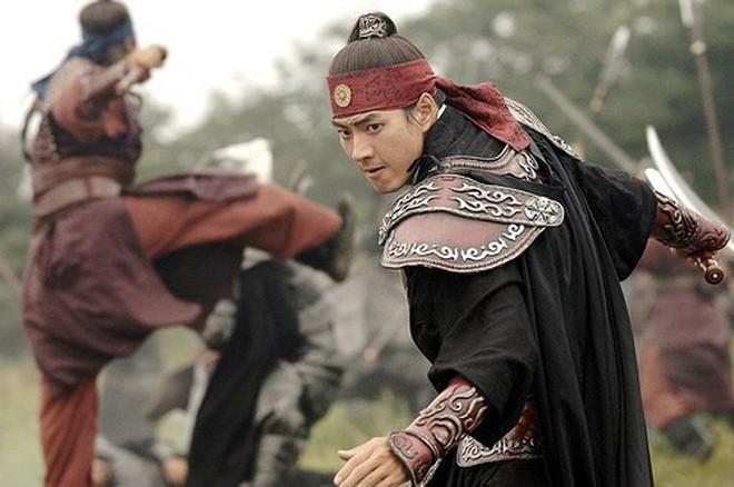 7 bom tấn cổ trang Hàn Quốc từng gây bão mà Arthdal Niên Sử Ký của Song Joong Ki không có cửa đọ lại - ảnh 9