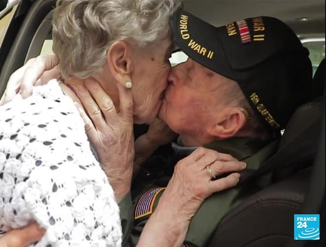 Chuyện tình vượt thời gian của cặp đôi thời Thế chiến đoàn tụ sau 75 năm: Anh nhất định sẽ quay lại lấy em làm vợ - Ảnh 4.
