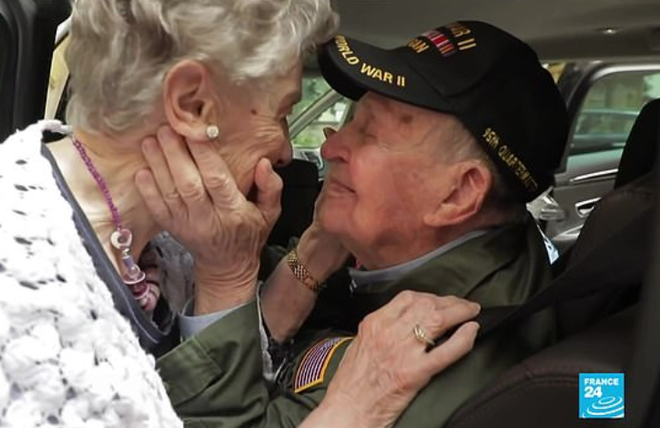 Chuyện tình vượt thời gian của cặp đôi thời Thế chiến đoàn tụ sau 75 năm: Anh nhất định sẽ quay lại lấy em làm vợ - Ảnh 3.