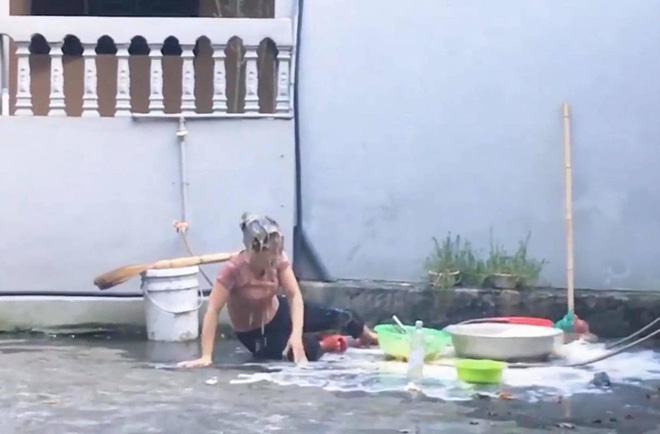 Ăn mừng kênh Youtube 20k subcribers, con trai cưng đổ thau trứng lên đầu mẹ rồi quay clip khoe như chiến tích - ảnh 4