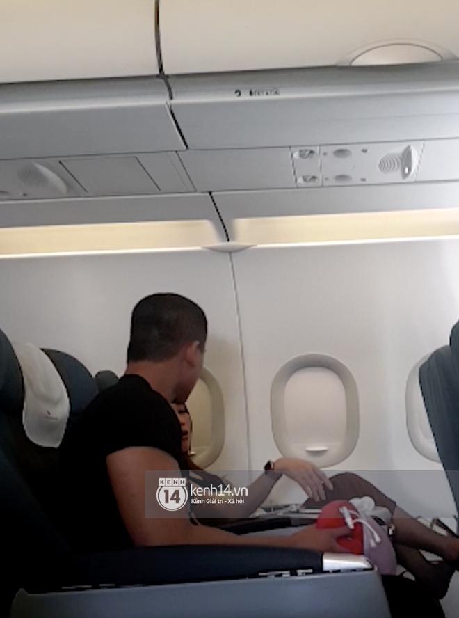 Độc Quyền: Mỹ Tâm nựng má Mai Tài Phến trên máy bay và loạt bằng chứng hẹn hò chàng diễn viên kém 10 tuổi! - ảnh 11