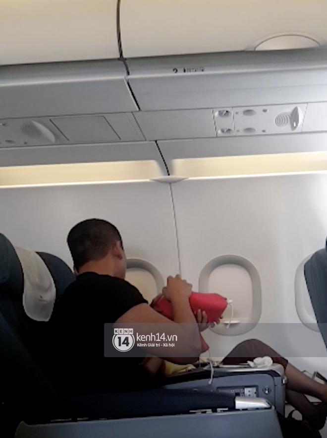 Độc Quyền: Mỹ Tâm nựng má Mai Tài Phến trên máy bay và loạt bằng chứng hẹn hò chàng diễn viên kém 10 tuổi! - ảnh 12