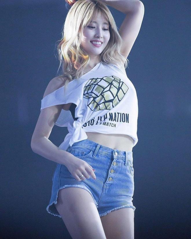 Top 30 idol nữ hot nhất Kpop: Jennie (BLACKPINK) lấn át nữ thần SM, hạng 4 và 5 bất ngờ nhưng Lisa còn khó hiểu hơn - ảnh 10