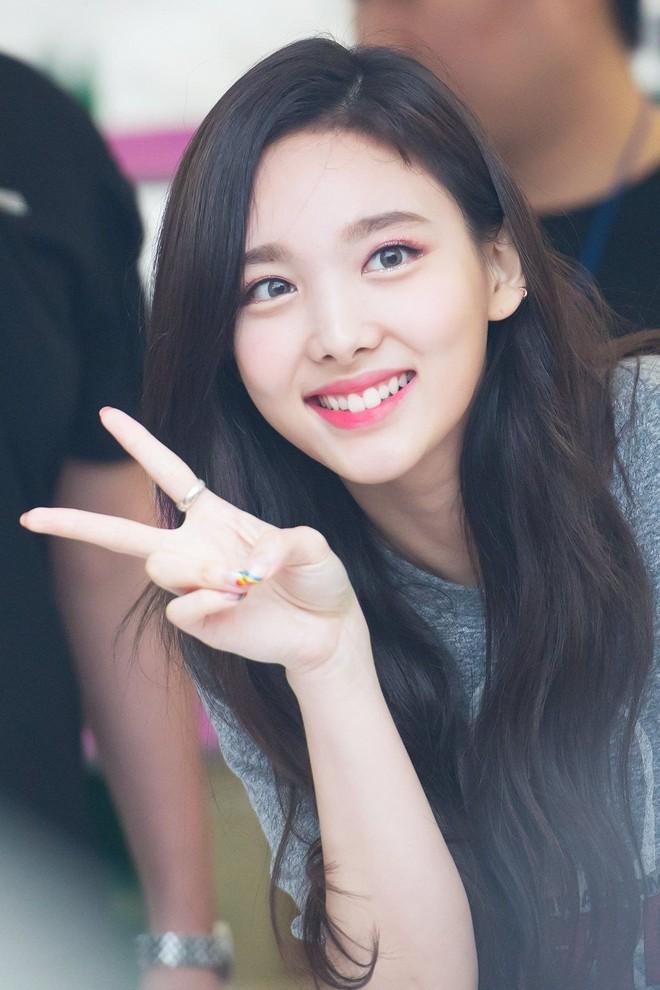 Top 30 idol nữ hot nhất Kpop: Jennie (BLACKPINK) lấn át nữ thần SM, hạng 4 và 5 bất ngờ nhưng Lisa còn khó hiểu hơn - ảnh 8
