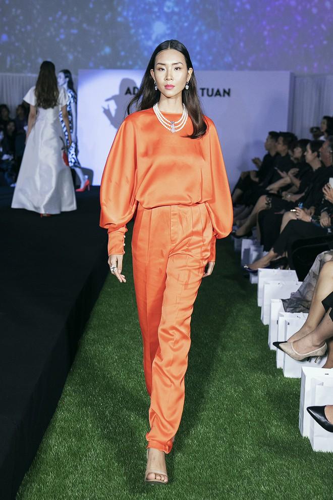 Tạm gác ồn ào nợ 3 tỷ đồng, Hoa hậu Trái đất Phương Khánh phô trương đường cong vệ nữ tại show của Adrian Anh Tuấn - ảnh 11