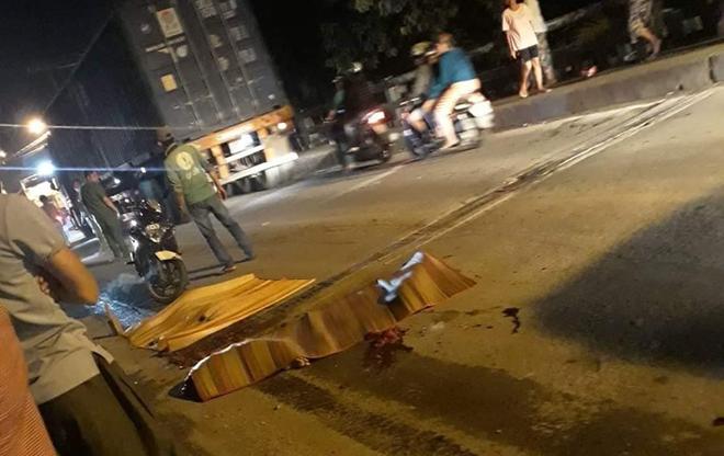 TP. HCM: Xe tải cán chết bé gái 6 tuổi rồi bỏ chạy, cha mẹ ôm con khóc nghẹn tại hiện trường - ảnh 1