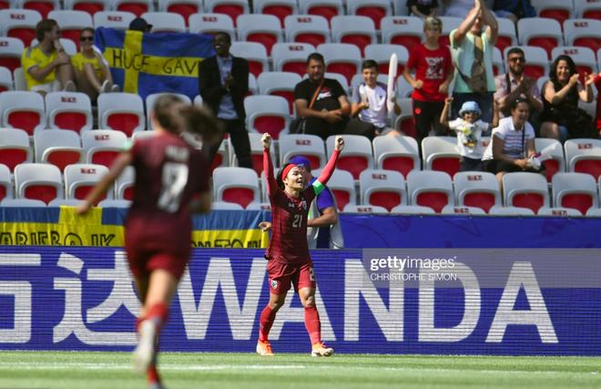 Tỷ phú kiêm trưởng đoàn xinh đẹp của tuyển nữ Thái Lan bật khóc sau khi đội nhà có bàn thắng đầu tiên ở World Cup - ảnh 2