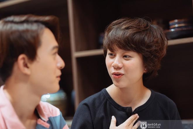 Hỏi nhanh đáp gọn siêu thú vị: Bảo Hân có nụ hôn đầu đời năm lớp 12, Quang Anh tự nhận điệu nhất đoàn phim Về nhà đi con - Ảnh 2.