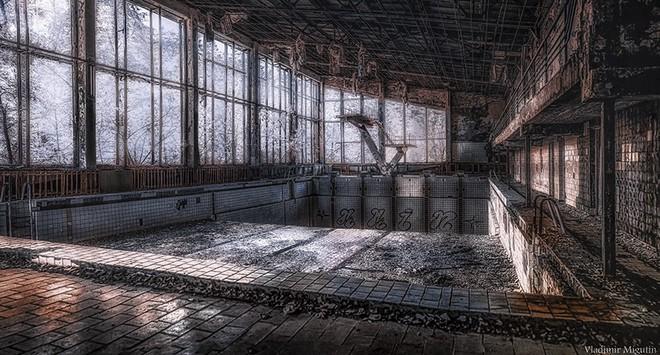 Từ vùng đất ma không ai dám bén mảng, nhà máy điện hạt nhân Chernobyl bỗng hóa xứ sở thần tiên đẹp lịm tim qua lăng kính của nhiếp ảnh gia - ảnh 25