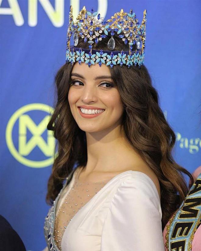 Hoa hậu Thế giới 2018 gây tranh cãi vì lộ clip nói tiếng Anh dở ngỡ ngàng, nhưng có gì đó sai sai? - ảnh 1