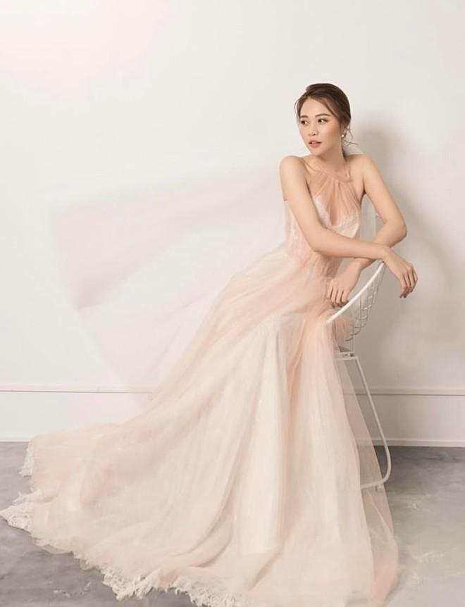 Ngày cưới chưa được hé lộ, NTK Việt đã bật mí thêm mẫu váy cưới Đàm Thu Trang dự kiến mặc trong hôn lễ sắp tới - ảnh 2