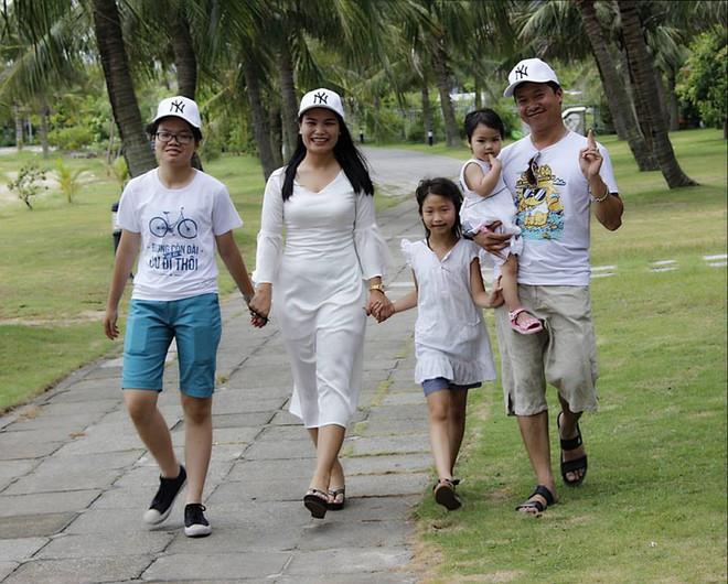 Chuyện những người mẹ ở Hà Nội lo con đi học lớp 10 xa nhà hơn chục km: Người lớn mang cái quyền làm mẹ áp đặt con nhiều quá - ảnh 2