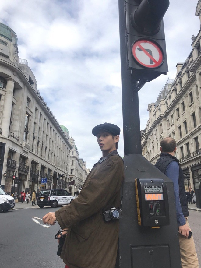 Rợn tóc gáy cảnh fan châu Âu đông như kiến thầu kín Quảng trường Piccadilly ở London để chờ BTS trước show lịch sử - Ảnh 8.