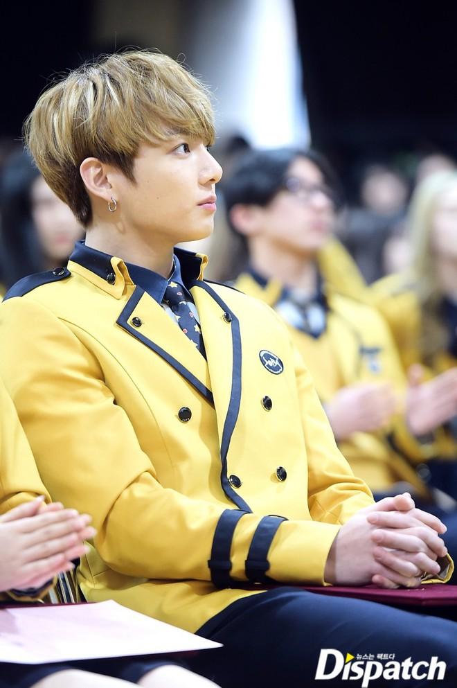 Muôn kiểu sao Hàn gây náo loạn khi đến trường: Sương sương đi học, đi thi thôi mà như dự sự kiện, đẹp tựa cảnh phim - Ảnh 34.