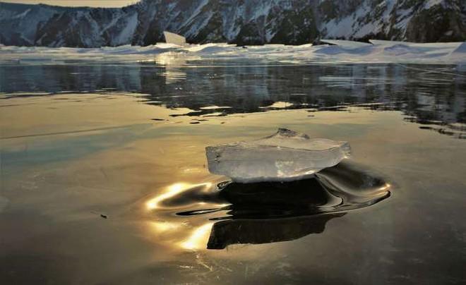 Những hình ảnh đáng kinh ngạc về tạo hình băng trên hồ Baikal - ảnh 5