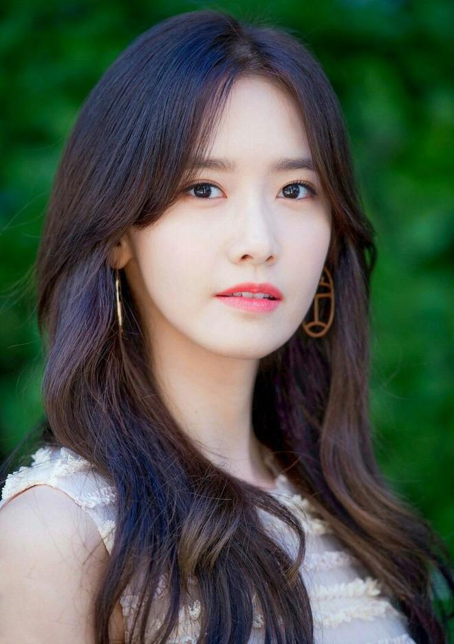 Lộ diện Tứ đại nữ thần 2019: Lưu Diệc Phi giữ chắc ngôi vị, duy nhất Yoona đến từ xứ Hàn lọt top - ảnh 1