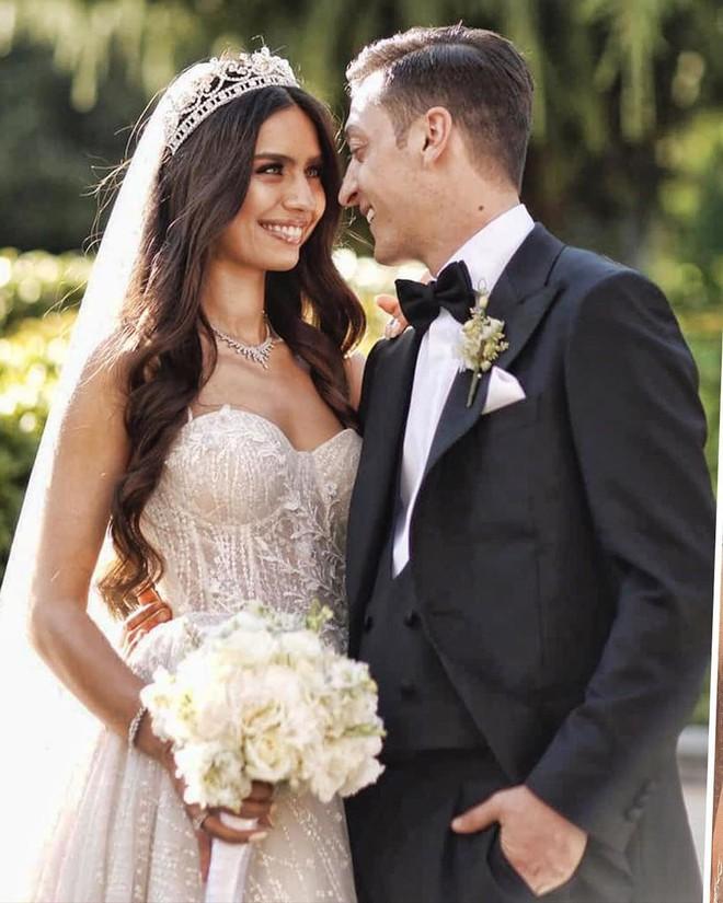 Chán cảnh độc thân, dàn sao bóng đá thi nhau cưới vợ trong hè này - Ảnh 3.