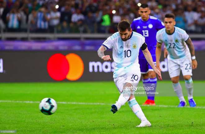 Nổi tiếng khô khan và rụt rè, Messi cuối cùng cũng chiều fan bằng hành động ăn mừng bàn thắng chưa từng làm trong suốt sự nghiệp - Ảnh 1.