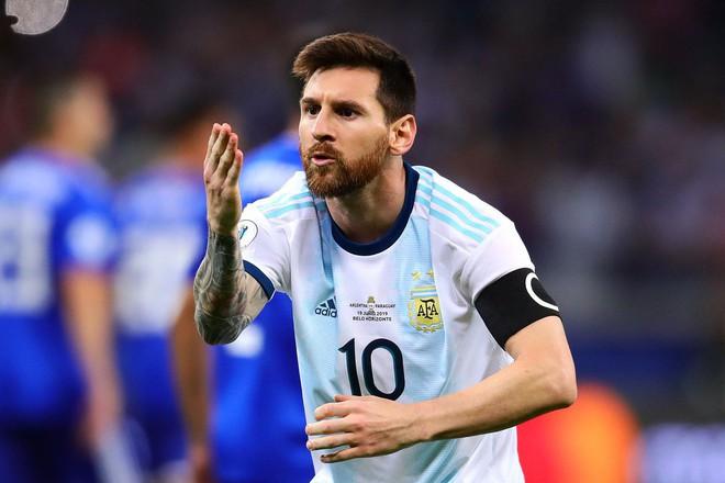 Nổi tiếng khô khan và rụt rè, Messi cuối cùng cũng chiều fan bằng hành động ăn mừng bàn thắng chưa từng làm trong suốt sự nghiệp - Ảnh 4.