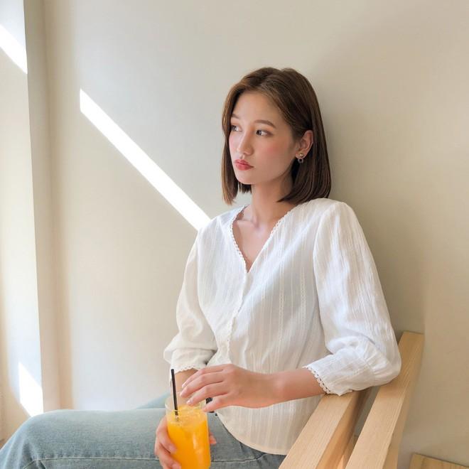 Đẹp khoe xấu che: Để không lộ bắp tay đẫy đà như Á hậu Diễm Trang, chị em nên sắm ngay 5 kiểu áo sau - ảnh 2