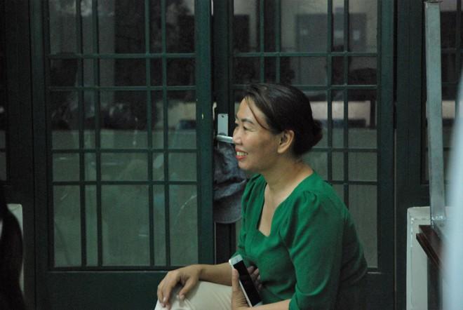 Ảnh: Học sinh TP.HCM lau tay cho cha mẹ trong buổi lễ tri ân - ảnh 7