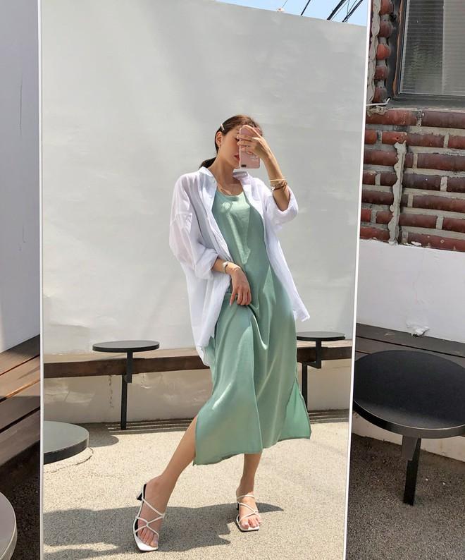 Đẹp khoe xấu che: Để không lộ bắp tay đẫy đà như Á hậu Diễm Trang, chị em nên sắm ngay 5 kiểu áo sau - ảnh 19