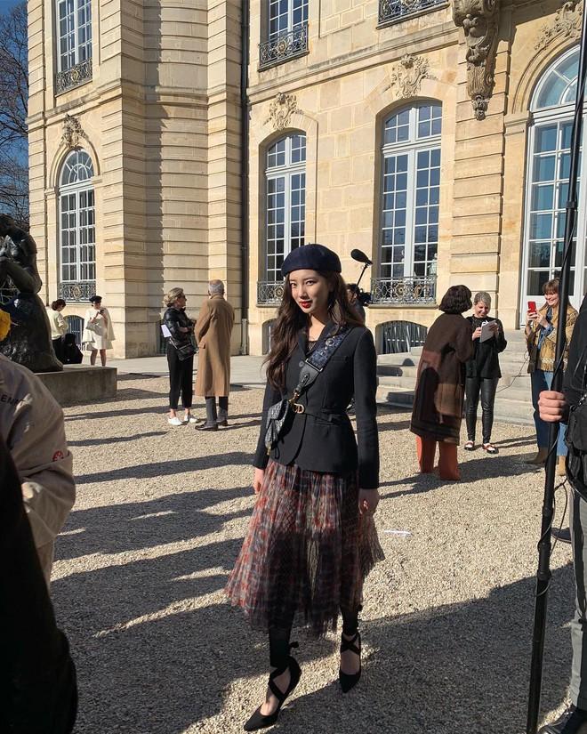 Sao Kpop chuyên chụp hình lỗi và tạo dáng hiểu chết liền khi đi du lịch chẳng ai thắng được tình đầu quốc dân Suzy - ảnh 11
