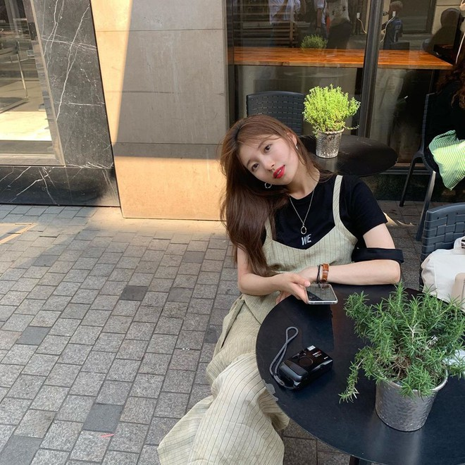 Sao Kpop chuyên chụp hình lỗi và tạo dáng hiểu chết liền khi đi du lịch chẳng ai thắng được tình đầu quốc dân Suzy - ảnh 2