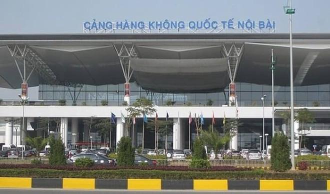 Tài xế taxi rút dao uy hiếp nhân viên an ninh sân bay Nội Bài vì bị nhắc nhở đỗ xe sai quy định - Ảnh 1.