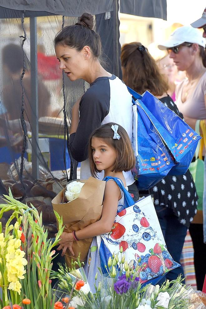 Sao Hollywood dạy con khác biệt một trời một vực: Người hết dát vàng lại đến lăng xê, riêng Suri Cruise phải mặc đồ cũ - Ảnh 15.