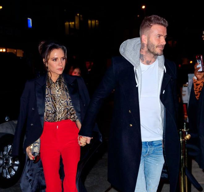 Mặc tin đồn ly dị đến vụng trộm, Beckham vẫn khiến cả thế giới ghen tỵ vì ưu ái vợ cử chỉ đặc biệt này suốt 20 năm - ảnh 8