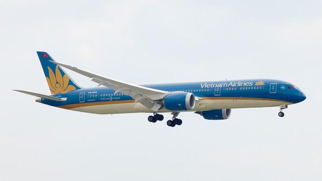 Vietnam Airlines lên tiếng vụ máy bay chậm chuyến 32 tiếng tại sân bay Pháp - Ảnh 1.